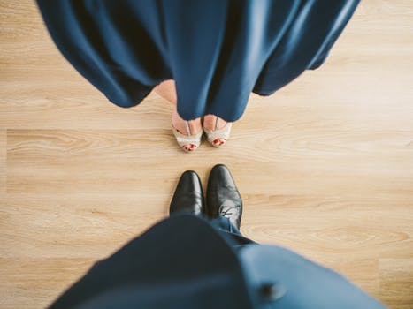 suit-couple-blue-shoes